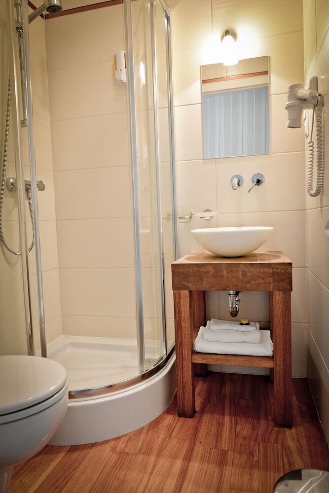 koloseum łazienki z prysznicem