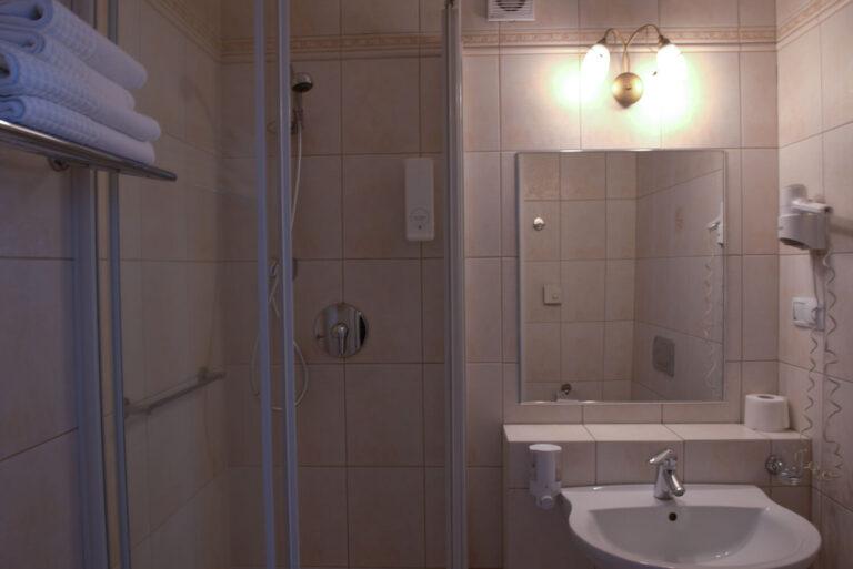 łazienki w hotelu koloseum