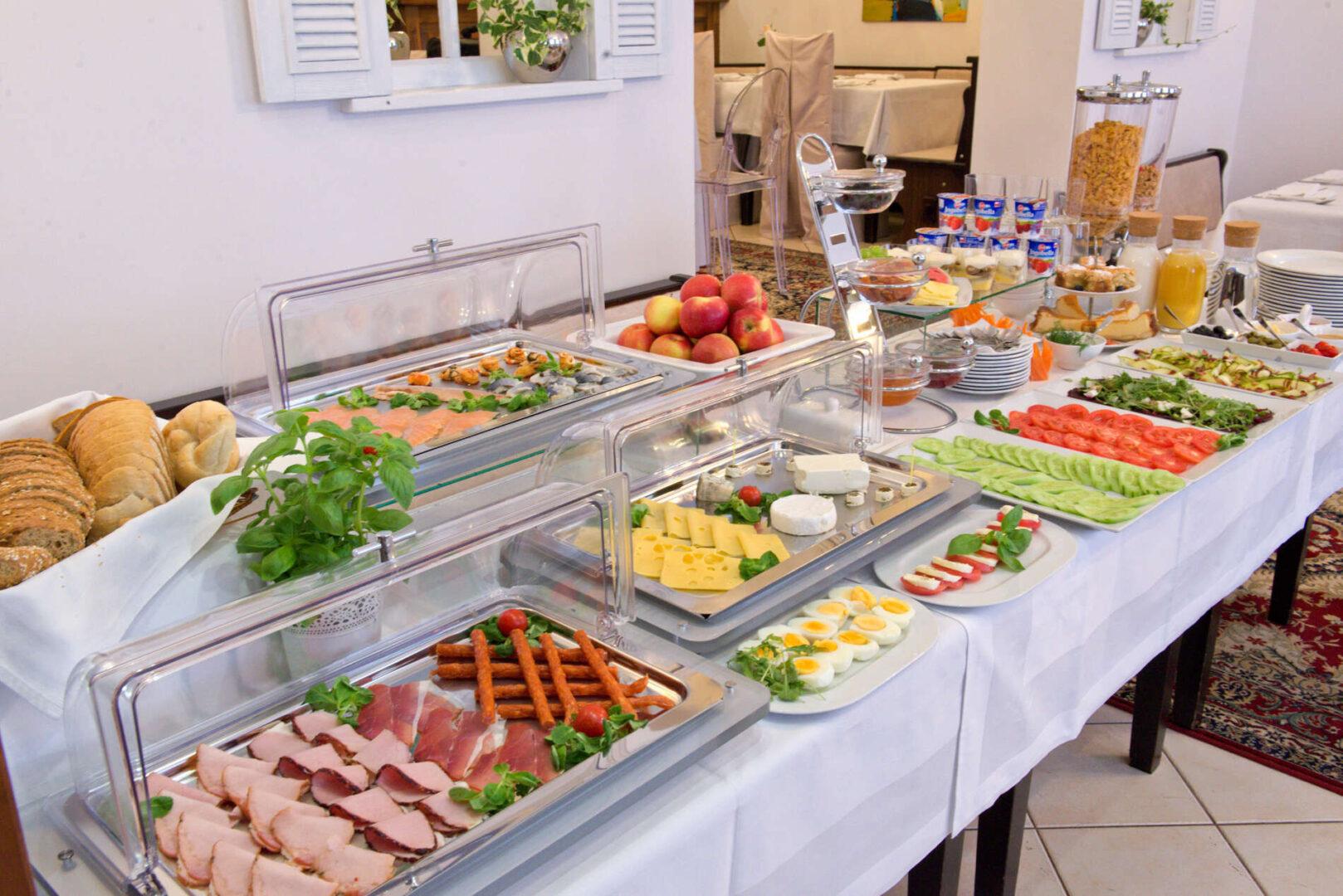 śniadanie w hotelu koloseum turek